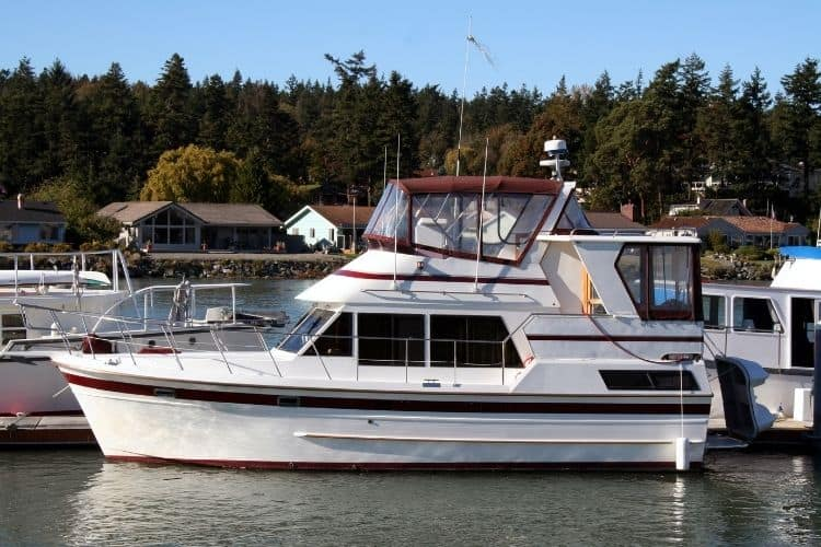Motor Boat Types Explained Cabin Cruisers