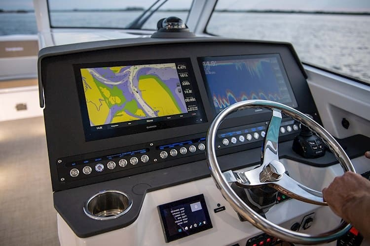 Advantages of Dual Console Boats